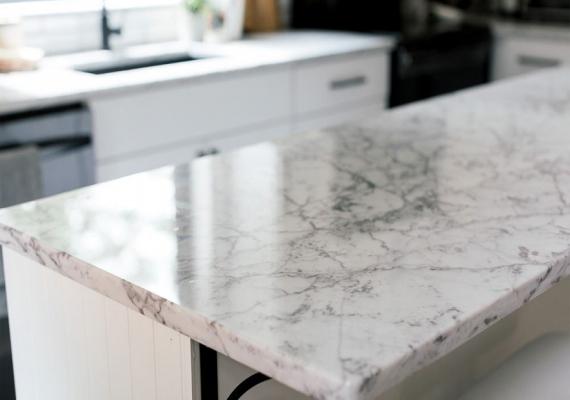 kitchen-quartz-worktop-marble-effect-white-black-lines