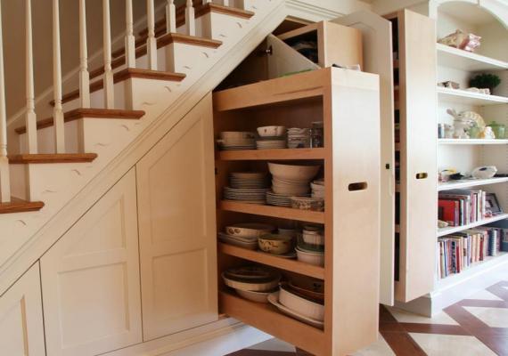 understair-wardrobe-doors-storage-shelves